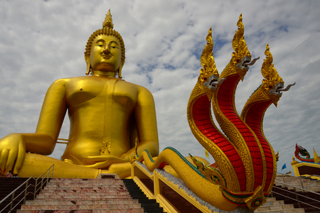 thailand art: big golden Buddha statues