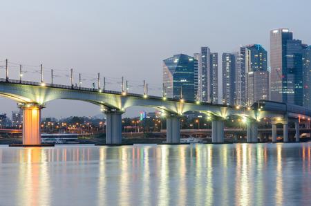 schlagbaum: Han Fluss und Stadt Seoul, Südkorea. Lizenzfreie Bilder