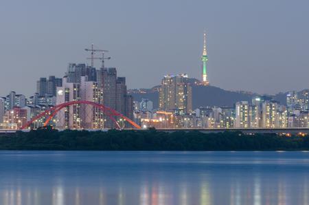 schlagbaum: Seoul Stadt und Fluss Han, Südkorea.