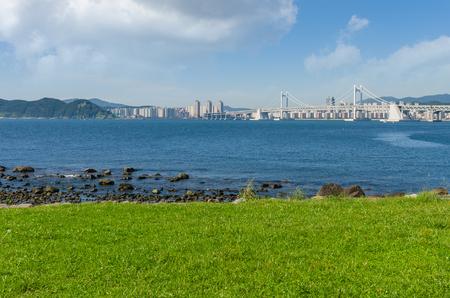 schlagbaum: Gwangan Brücke in Haeundae Beach in Busan City, Hauptroute südlich Korea
