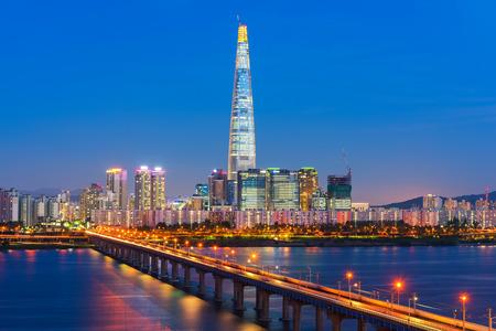 한강 서울, 남쪽 한국에서 서울 도시의 스카이 라인.