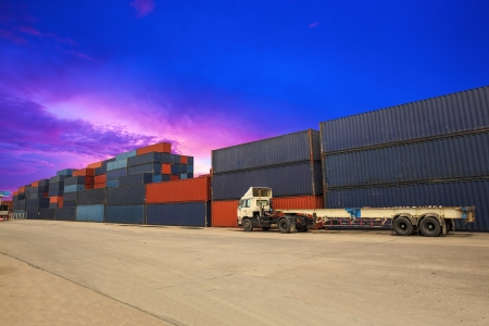 Conteneurs dans le port de Laem Chabang en Tha?lande. Banque d'images