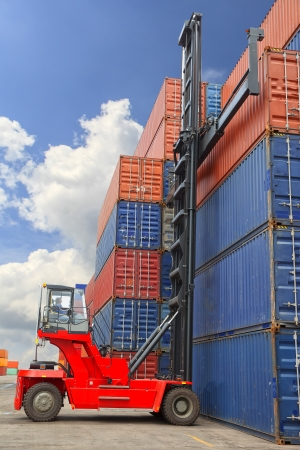container port: Containers in the port