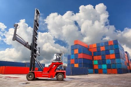 Les conteneurs dans le port
