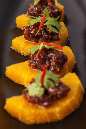 dessert plate: Thailandia piatto da dessert in nero. Archivio Fotografico