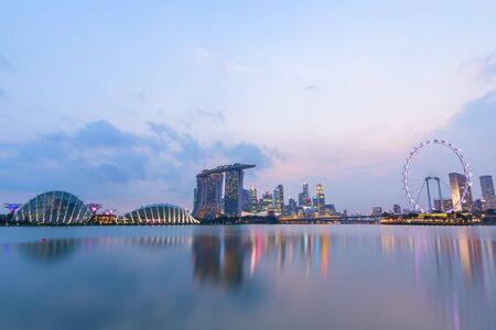 Ville de Singapour dans la nuit