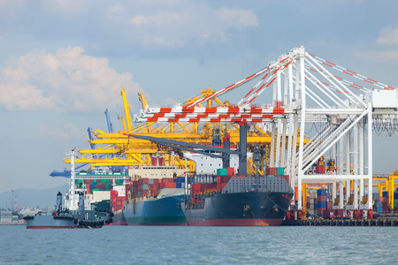 Mer port de marchandises dans le pays.