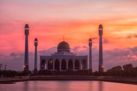 Songkhla Centreal Mosque after sunset. Imagens