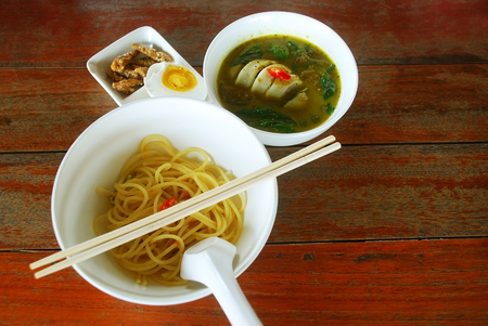 adapted: Green curry squid stuffed with pork. Eat with spaghetti This is Thailand food adapted.
