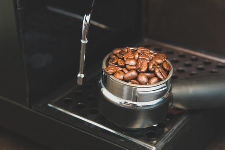 Stil: Coffee beans in the coffee tablet. Stil life style and Vintage.