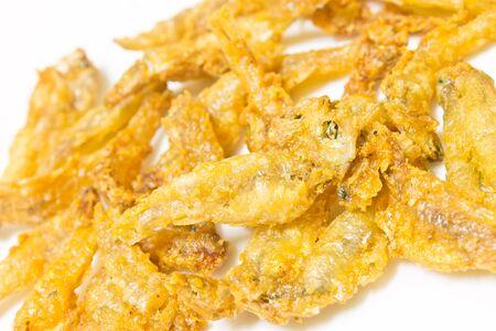 pescado frito: Pequeños peces fritos