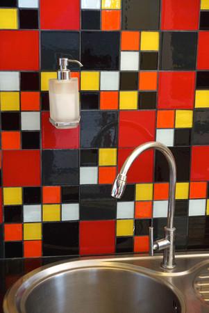 handwash: lavamanos decorado con mosaicos de colores