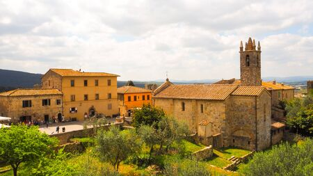 Antique building and church at Monteriggioni Imagens