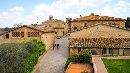 Walking street in Monteriggioni Imagens