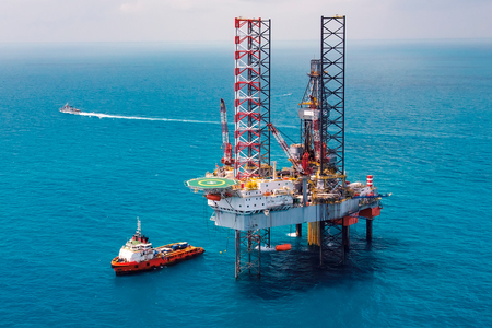 Offshore oil rig drilling platformOffshore oil rig drilling platform in the gulf of Thailand Фото со стока
