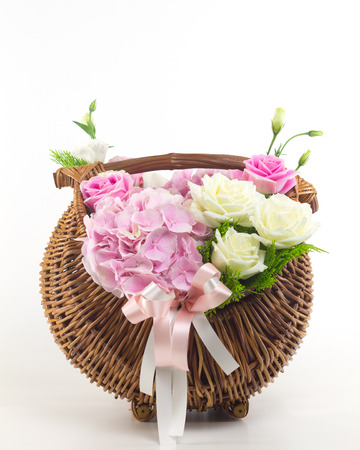 sch�ne blumen: Beautiful flowers in basket
