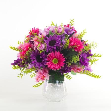 bouquet fleur: Bouquet de fleurs dans un vase isolé.