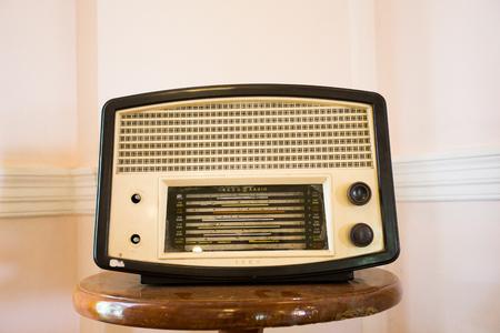 shortwave: antique radio