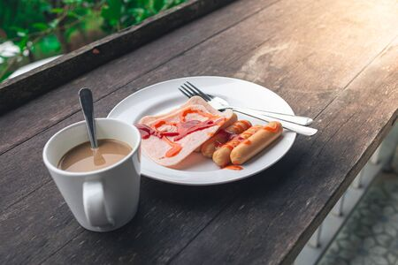 Breakfast Ham, Sausage and Coffee On a wooden background detail food blur Stockfoto