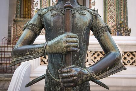 in wat phra kaew: Statue in Wat Phra Kaew , Bangkok ,Thailand