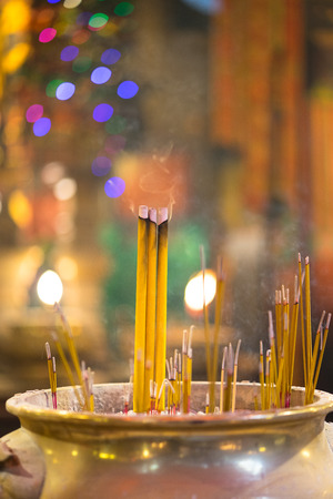 Man Mo temple - Hong Kong , Incense burning at the famous temple Man Mo with Bokeh background. Banco de Imagens