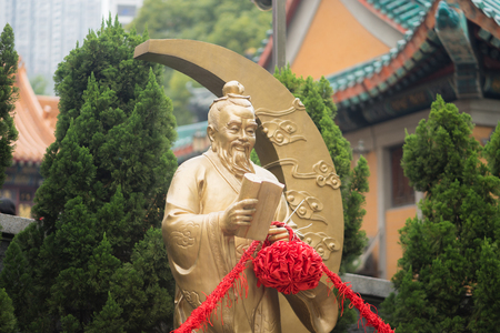 Wong Tai Sin temple / Hong Kong - January 2018 : Yue Lao, the famous Chinese holy god of lovely couple and marriage, signature with red rope which located at Wong Tai Sin temple (Public). 에디토리얼