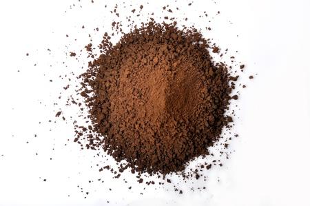 erdboden: Kaffee-Pulver mit isoliert auf wei�em Hintergrund Lizenzfreie Bilder