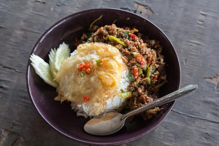 santa cena: FriedEgg Stir basil Rice Foto de archivo