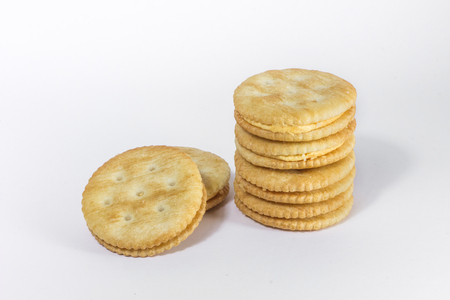 galletas integrales: Crackers on white background