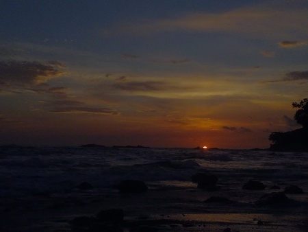 Puesta de sol en la reserva natural de Cabo Blanco, Puntarenas, Costa Rica