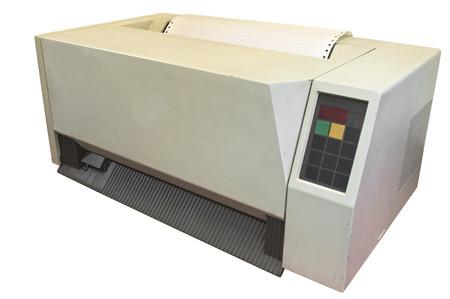 gigantesque: Imprimante gigantesque ancienne pour ordinateur antique isol� sur blanc L'imprimante est si cher que seule grande entreprise ne peut se permettre