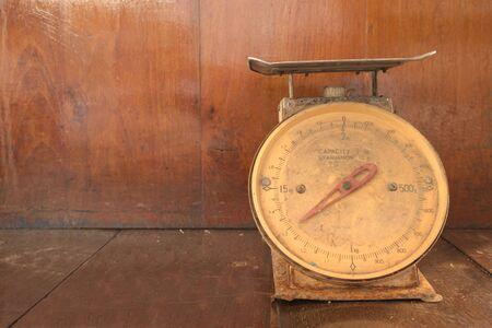 abandon: Abandon broken weight scales in orange wooden room
