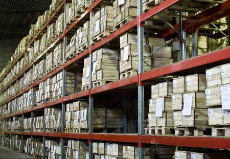 palet: Industrial almac�n con un mont�n de cajas  Foto de archivo
