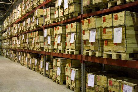 Industriële magazijn met veel vakken Stockfoto