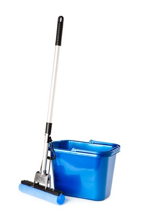 sud: Mop and bucket. Isolated on white background