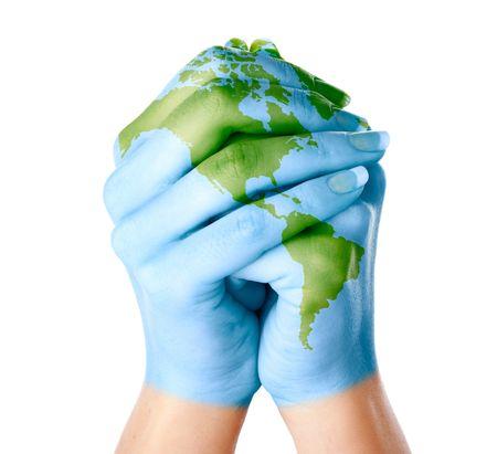 Mapa del mundo pintado en las manos. Aislado en fondo blanco Foto de archivo