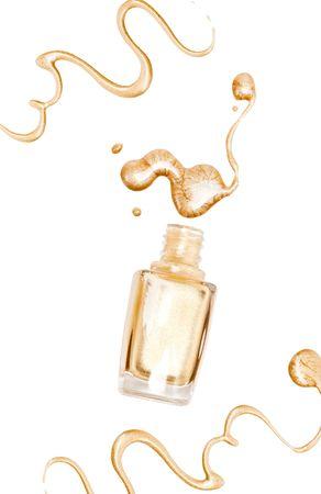 glitter makeup: Esmalte de u�as. Aislado en el fondo blanco