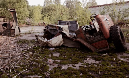 Old car and destruction facilities Stock Photo - 7452249