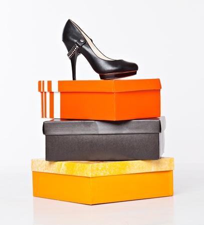 Chaussures mode sur les boîtes. isolé sur un fond blanc Banque d'images - 9001683