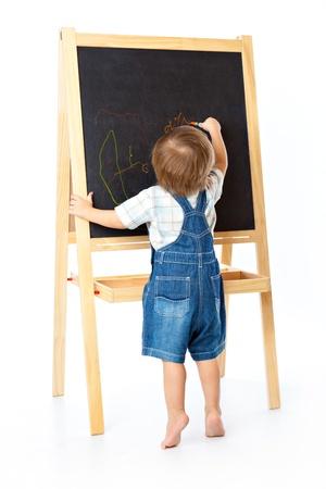 Un ragazzo è disegno su una lavagna Archivio Fotografico