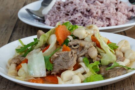 cooked rice: fried pork with mixed vegetables and cooked rice
