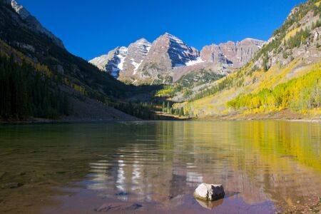 autumn colour: Maroon Bells and Maroon Lake, Colorado Stock Photo