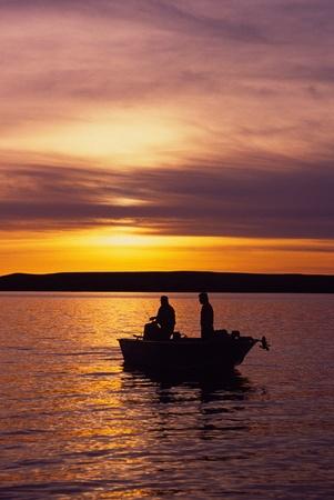 bateau de peche: P�che dans le soleil couchant