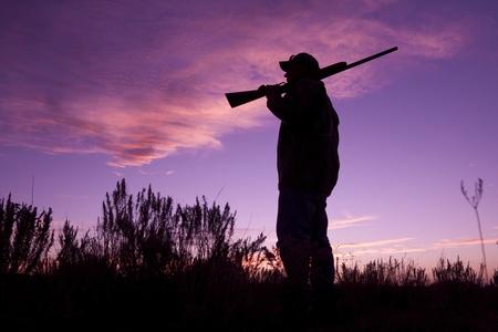 fusil de chasse: Hunter � pr�tes � Sunrise