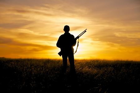 Femme Hunter au lever du soleil