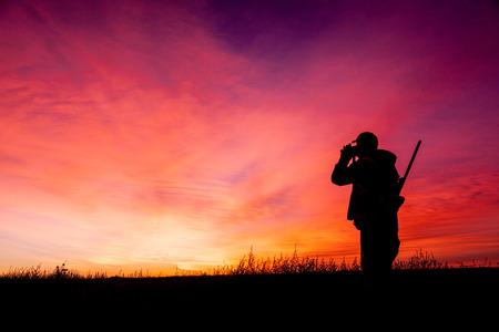 fusil de chasse: Rifle Hunter vitrage à Sunrise Banque d'images