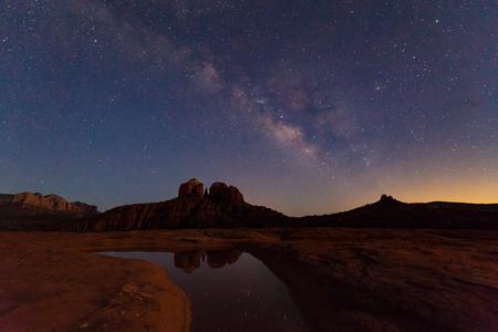 Milky Way Over Cathedral Rock Sedona AZ Archivio Fotografico
