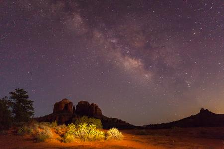 desierto: Manera lechosa sobre roca de la catedral Foto de archivo