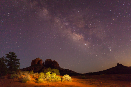 Milky Way Over Cathedral Rock Banco de Imagens - 44474549