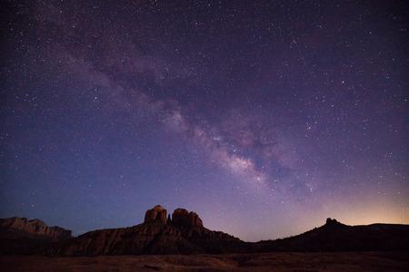 Milky Way Over Cathedral Rock Sedona AZ Foto de archivo